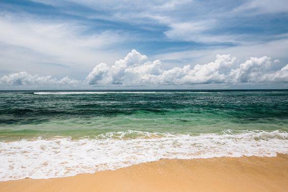 pantai-pasir-putih-karma