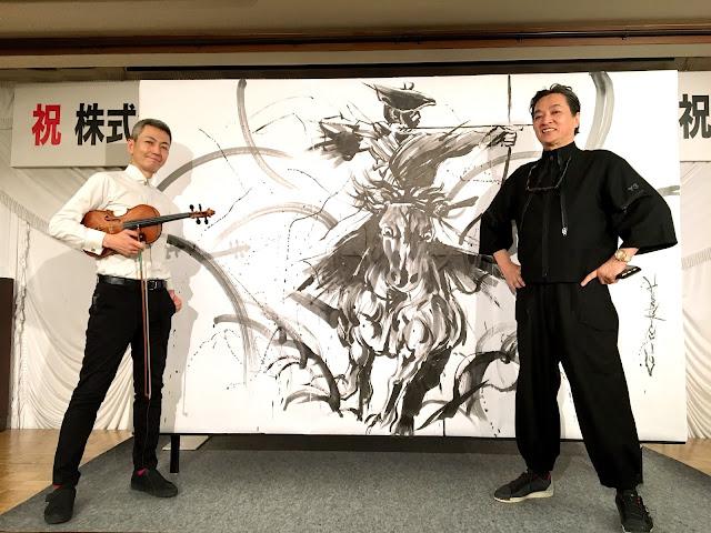 墨絵画家・茂本ヒデキチさん(右)、喜多直毅(左)