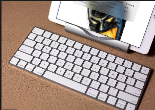 How to Use any Physical Keyboard With Your iPhone or Your iPad
