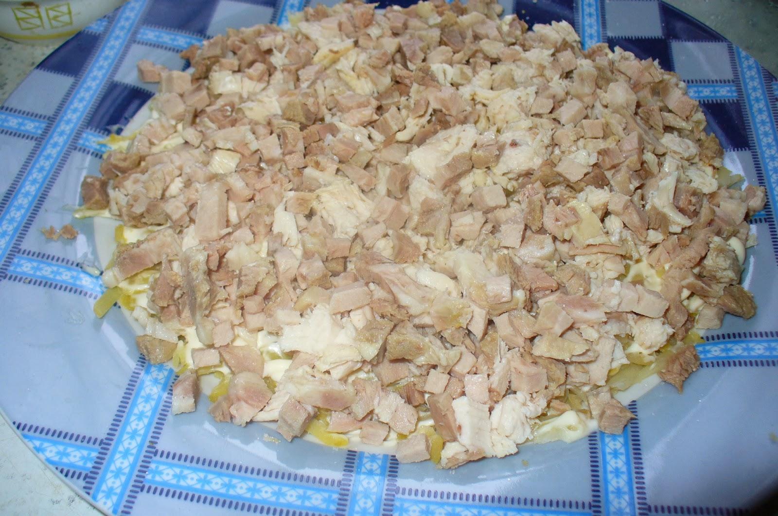первый и второй слой салата со свининой