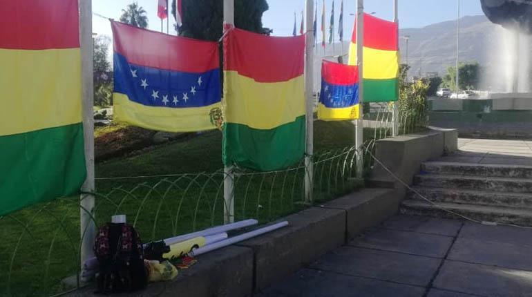 En Bolivia hay unos 7 mil residentes establecidos y mil súbditos venezolanos en tránsito / LOS TIEMPOS
