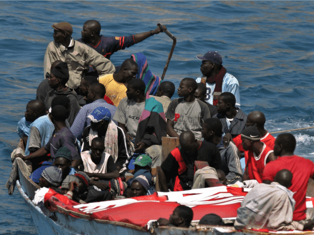 Briuselio eurokratai atveš 6 milijonus afrikiečių, kad tik greičiau išnyktų baltoji Europa