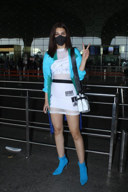 Bollywood Actress Kriti Sanon Latest Pics Spotted At Airport Navel Queens