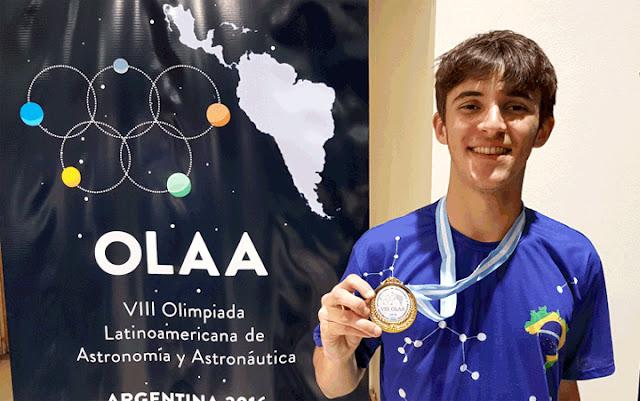Mateus Siqueira, medalha de ouro na olimpiada de Astronomia e Astronautica 2016 - divulgação