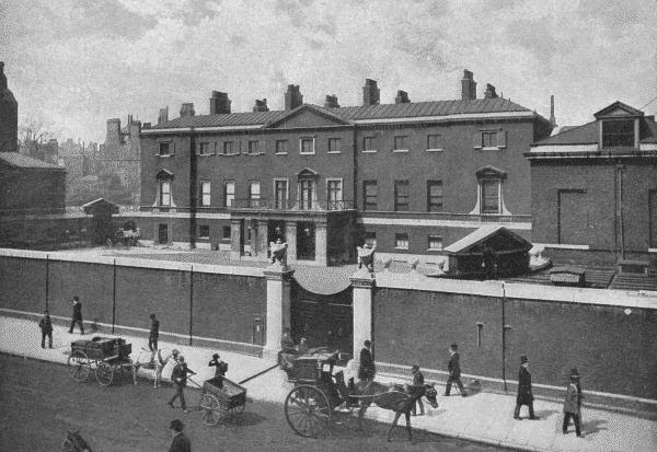 Devonshire House from The Queen's London (1896)