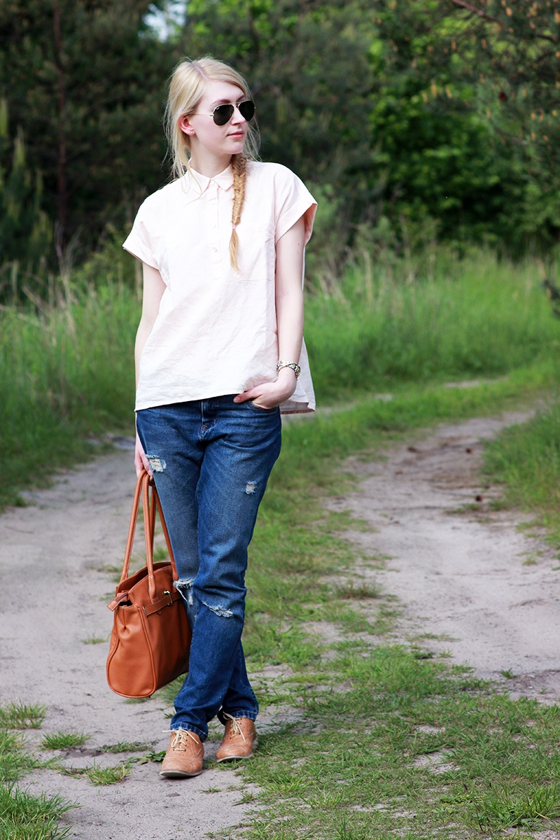 Mango shirt Zara boyfriend jeans Ray Ban sunglasses Peek&Cloppenburg bag Prima Moda shoes