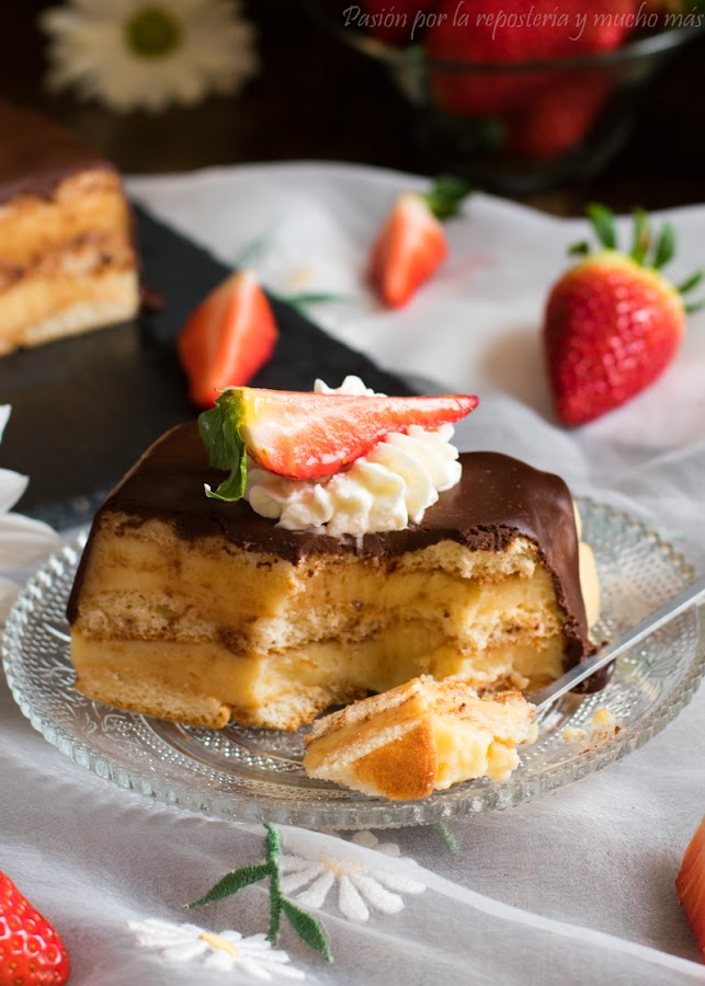 Deliciosa tarta de la abuela con bizcochos de soletilla