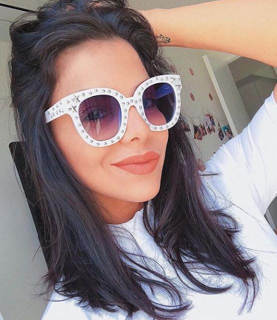Se você gosta de dicas de maquiagem, beleza, moda, decoração, cabelo, unha, viagens, truques, comportamento, vlog, arrume-se comigo e muitas novidades. Não pode deixar de conhecer essas blogueiras brasileiras que vão conquistar você com muitas surpresas e formas simples de resolver um  problema. Aqui você vai ver 10 blogueiras brasileiras que vale a pena conhecer e se inspirar.