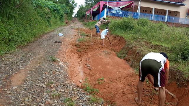 Warga Harapkan Pembangunan Jalan Merata