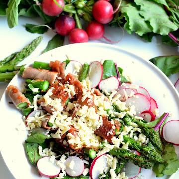 Sałatka z botwinką i szparagami - Czytaj więcej »