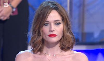 Laura Chiatti con rossetto rosso