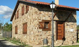 Fotos y dise os de puertas puerta acceso casa de campo for Puertas de madera para casas de campo