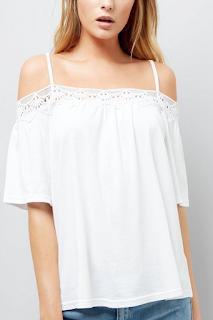 Top blanc à épaules dénudées et bordure en crochet - NEW LOOK