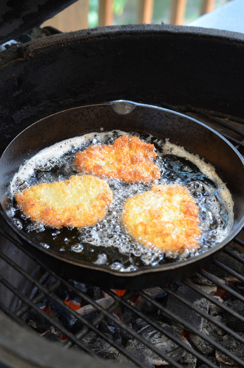 Frying pork cutlets on the Big Green Egg