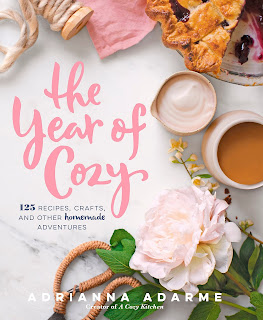 The Year of Cozy: 125 Recipes, Crafts, and Other Homemade Adventures de Adrianna Adarme