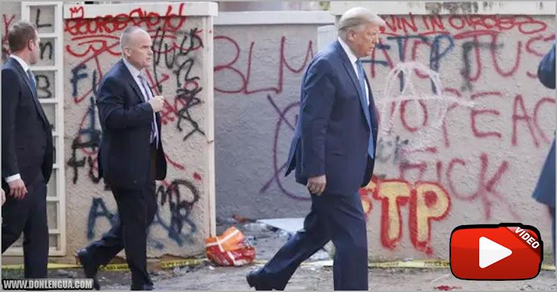 Donald Trump se paseó a pie por la plaza que los manifestantes chavistas destrozaron