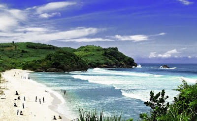 Wisata Pantai Tambakrejo di Blitar