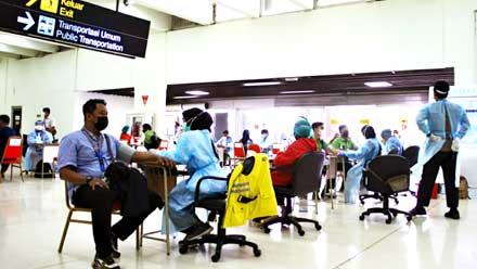 Vaksin Calon Penumpang di Bandara AP II