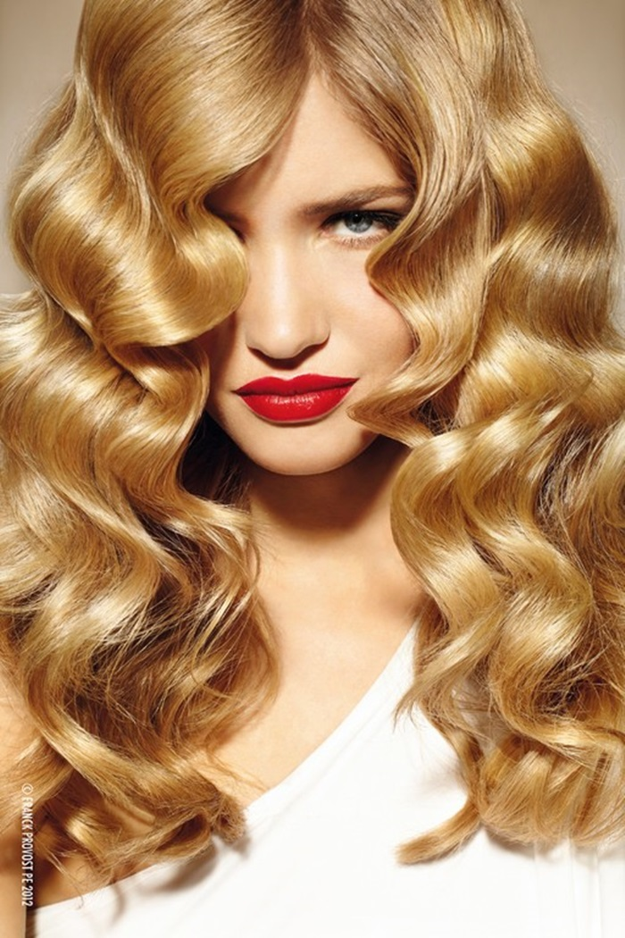 long waves, wavy hair , hairstyle, blonde, red lips