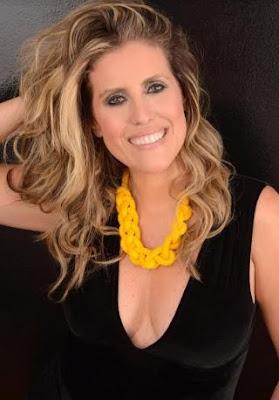 Bruna Barros apresenta show 'Sambalanço' no Bar Boa Praça