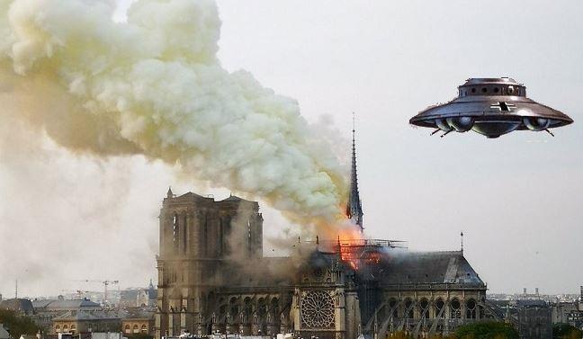 Κατέρρευσε ο πύργος της Παναγίας των Παρισίων (βίντεο)