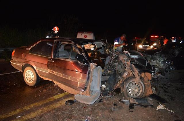 Acidente envolvendo três carros deixa dois mortos em Olímpia