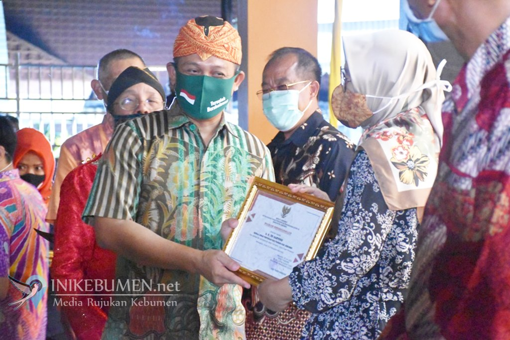 Dinilai Berjasa, Para Pejuang Covid-19 di Kebumen Terima Penghargaan