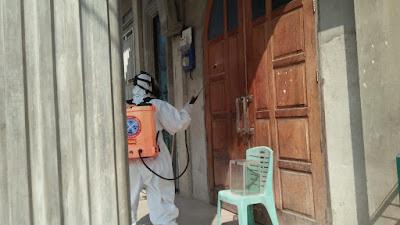 Brimob Jambi Cegah Penyebaran Covid-19, Semprotkan Disinfektan Di Masjid Al Munawwarah Kota Jambi