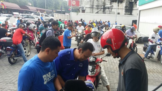 Pemuda UMNO BTR 'Payung' 800 Buah Motosikal #BetterNation #BTRDiHatiku #AnakKL