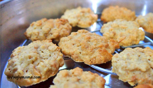 baking oatmeal cookies - oatmeal cookie recipe - Bacolod mommy blogger - from my kitchen - homecooking - wire rack - freshly baked cookies
