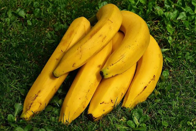 Zjadasz banana, a skórkę wyrzucasz? Robisz błąd!