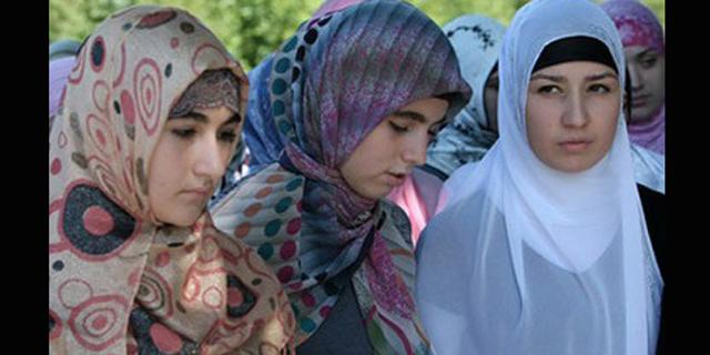 Mengejutkan, Rusia Cabut Larangan Jilbab