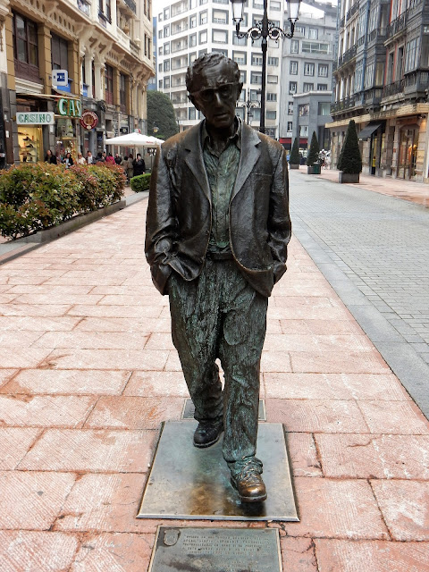Estatua de Woody Allen, Oviedo, La Vetusta, España, Elisa N, Blog de Viajes, Lifestyle, Travel