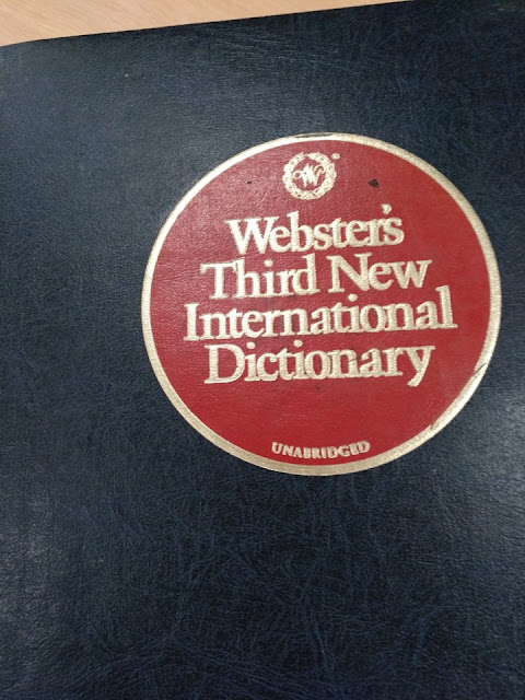 Cerramos la semana con una curiosidad / Webster's third new international
