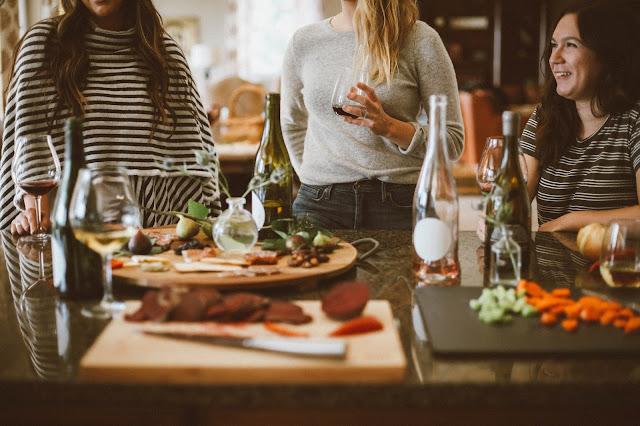 Czym właściwie jest impreza z winem?