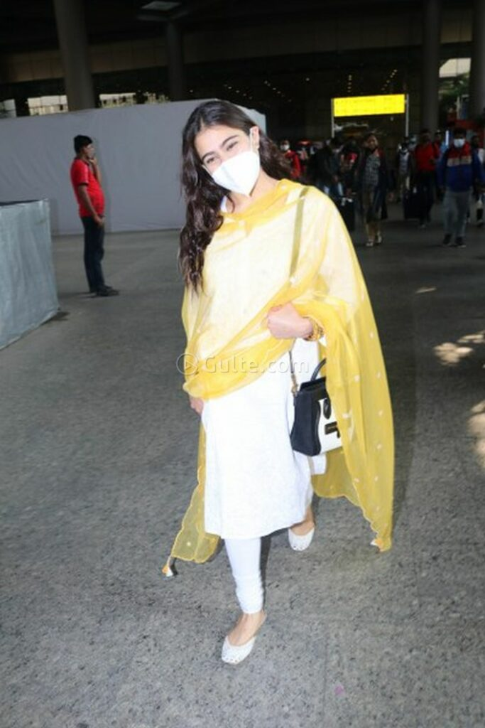 Actors Pics: Sara Ali Khan Looks Gorgeous with New Traditional Dress