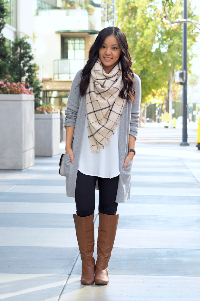Sweater dress with leggings Tunic sweater Cream sweater dress Dress with boots Brown Leggings Sweaters and leggings Long sweaters Tunic Leggings Dresses with leggings Forward long, lean tunic sweater and leggings with boots.