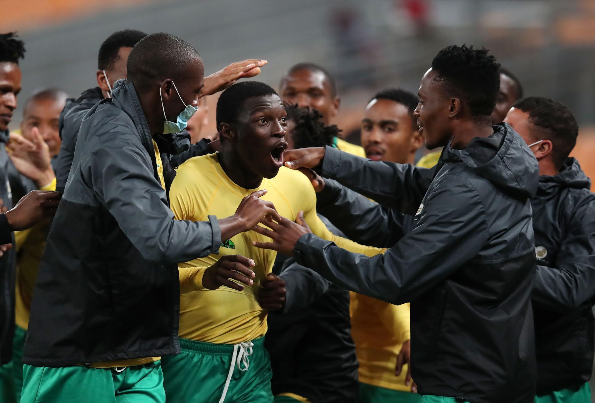 Bongokuhle Hlongwane celebrates with his teammates