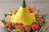 Mengapa Harus Pesan Nasi Tumpeng di Sudirman untuk Berbagai Acara Anda?