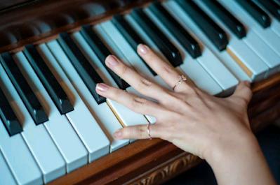 posisi tangan dalam bermain piano