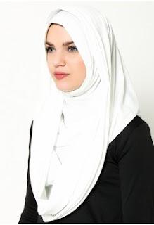 Foto Jilbab Instan Warna Putih