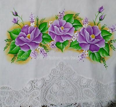 toalha com flores lilás
