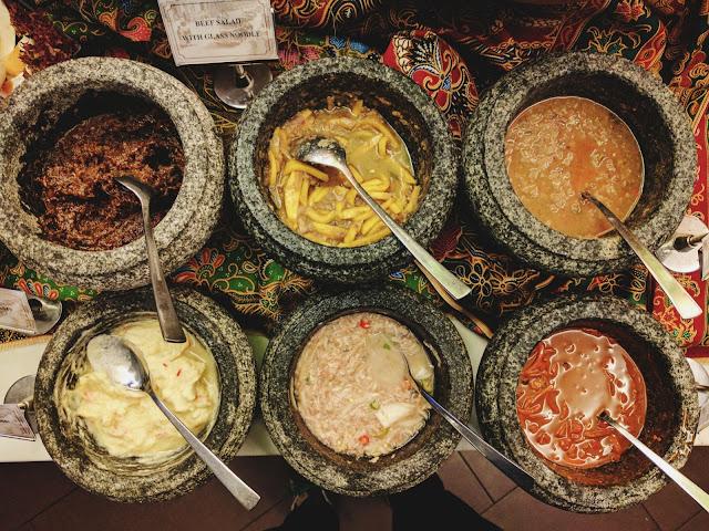 Pelbagai jenis sambal sebagai pembuka selera