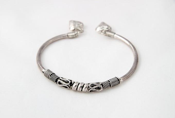 ¿Por qué los brazaletes de serpientes servían de protección para todos los signos del zodíaco?