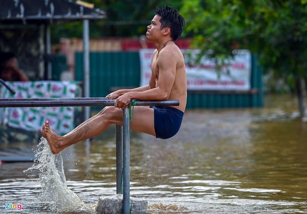Nước sông Hồng dâng cao, người dân gặp khó