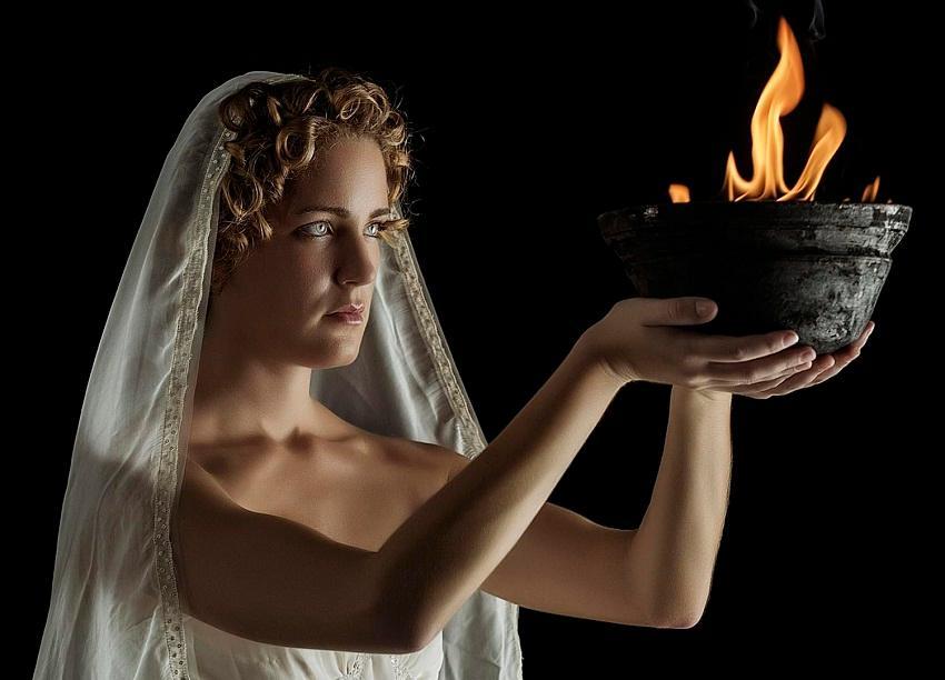 Héstia: Deusa Grega do Fogo e da Vida Doméstica
