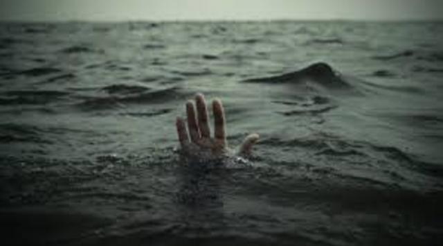 Hanyut dibawa arus banjir