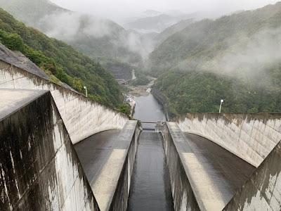 奈良俣ダム吐水路