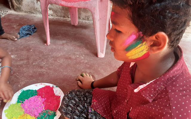5 Gulal Colors on the Face during Holi