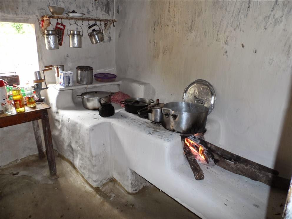 Tradicional fogão de lenha em Santo Antônio do Mucuri